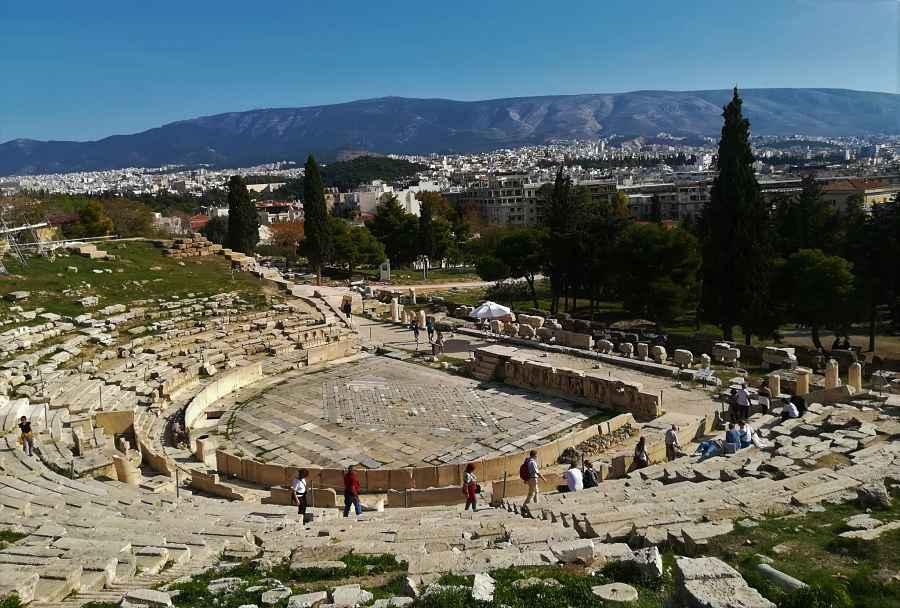 obra de teatro griego dioniso de Atenas, sus partes, medidas y analisis